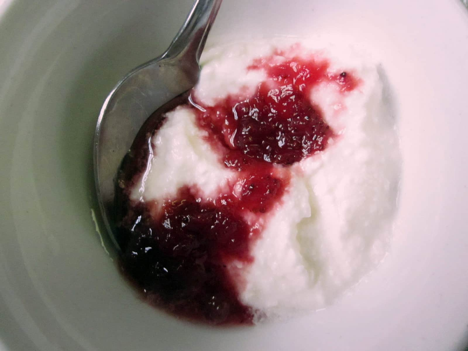 Lactose-free yogurt with jam