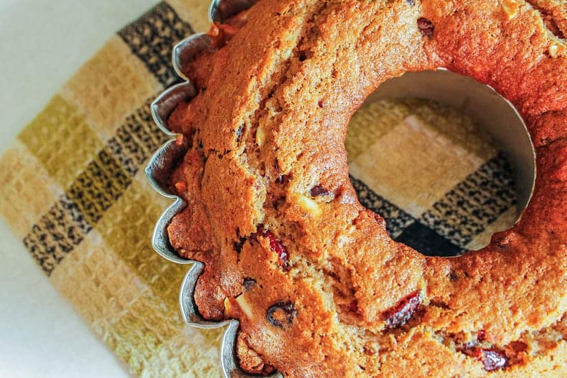 almond cranberry cake top view 2