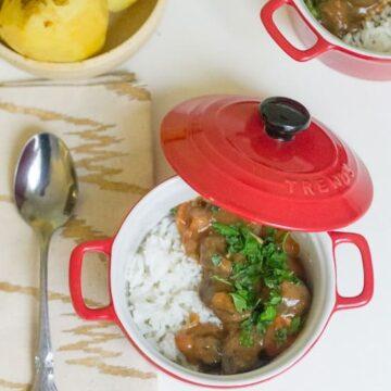 Hearty tomato mushroom stew