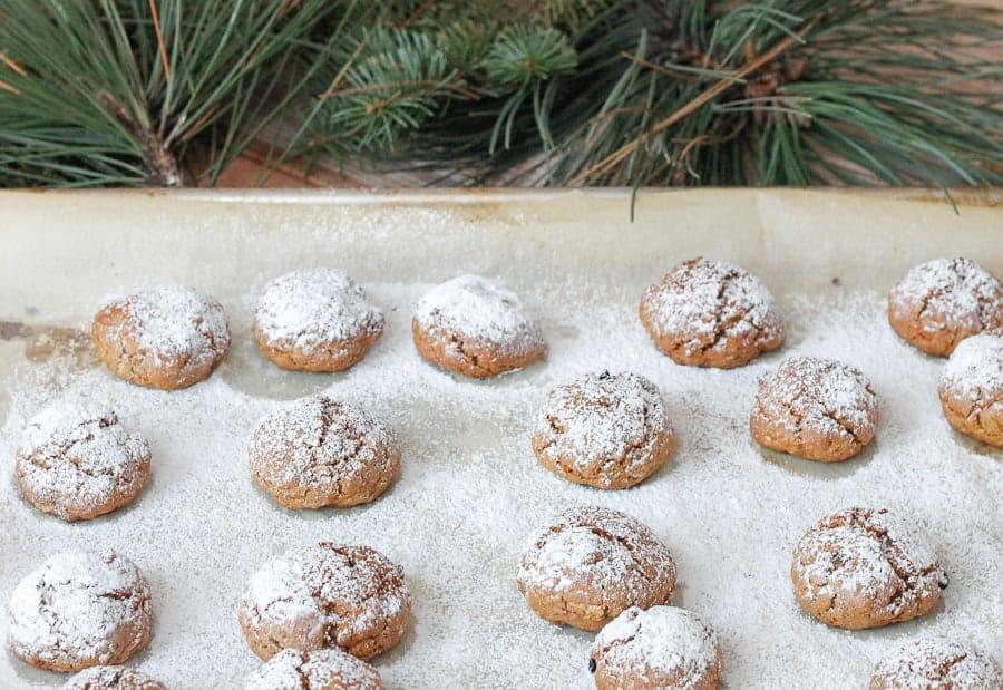 Spicy gingerbread granola cookies