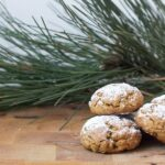 Spicy gingerbread granola cookies