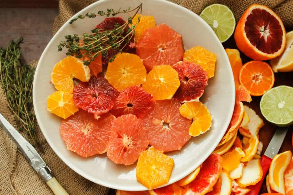 Spicy citrus salad with pistachios