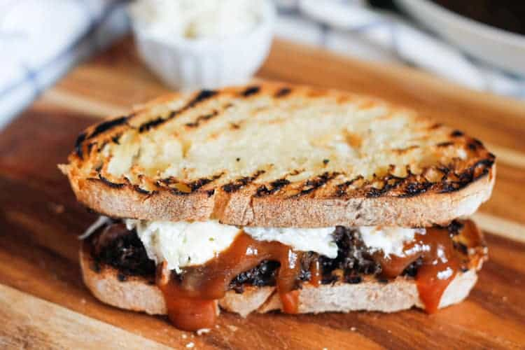 A vegan take on pulled pork sandwich, this pulled mushroom sandwich is a smoky, sweet and creamy mess that will leave you giddy with joy.