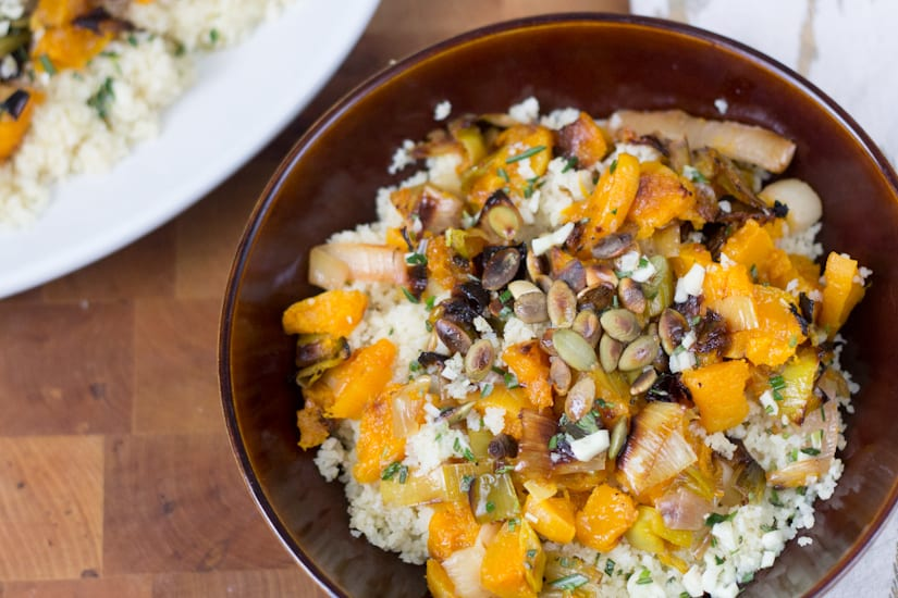 This bulgur salad with roasted butternut squash and leeks is the best weeknight dish: creamy and luscious, fragrant with rosemary and garlic, and oh-so satisfying. #vegan and easy to put together!