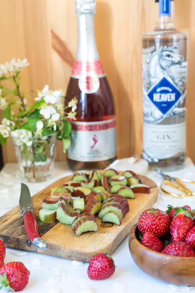 Rhubarb gin fizz