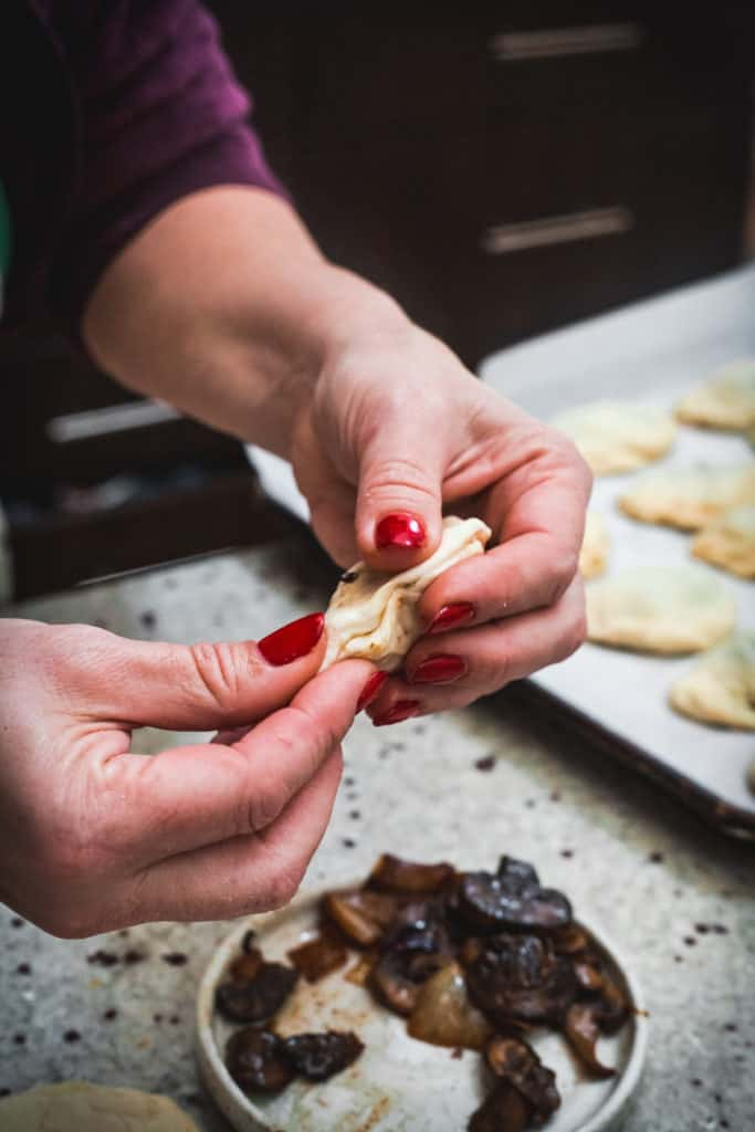 crimping mushroom pirozhki