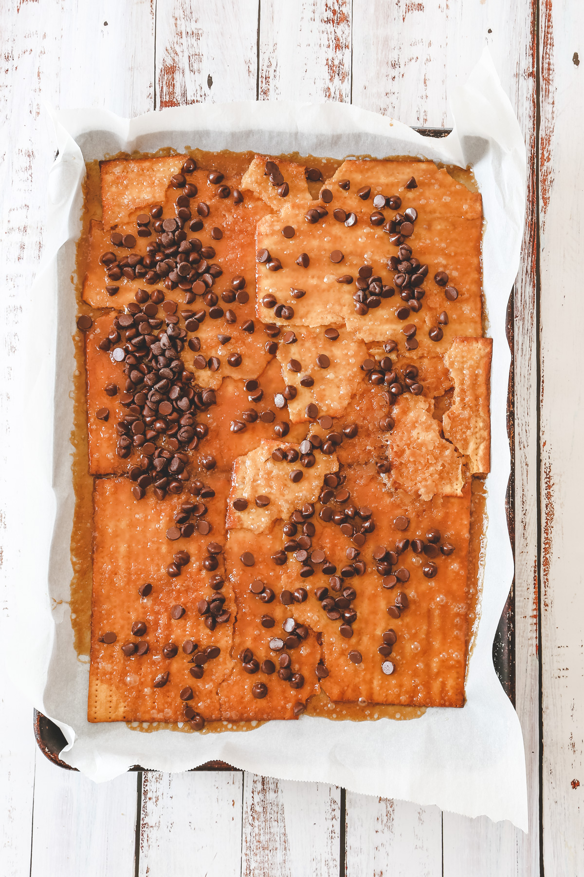 chocolate chips on toffee